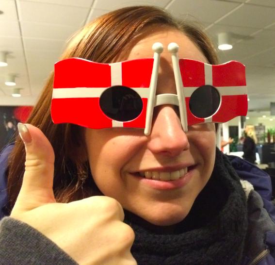Lisa gör tummen upp för Danmark