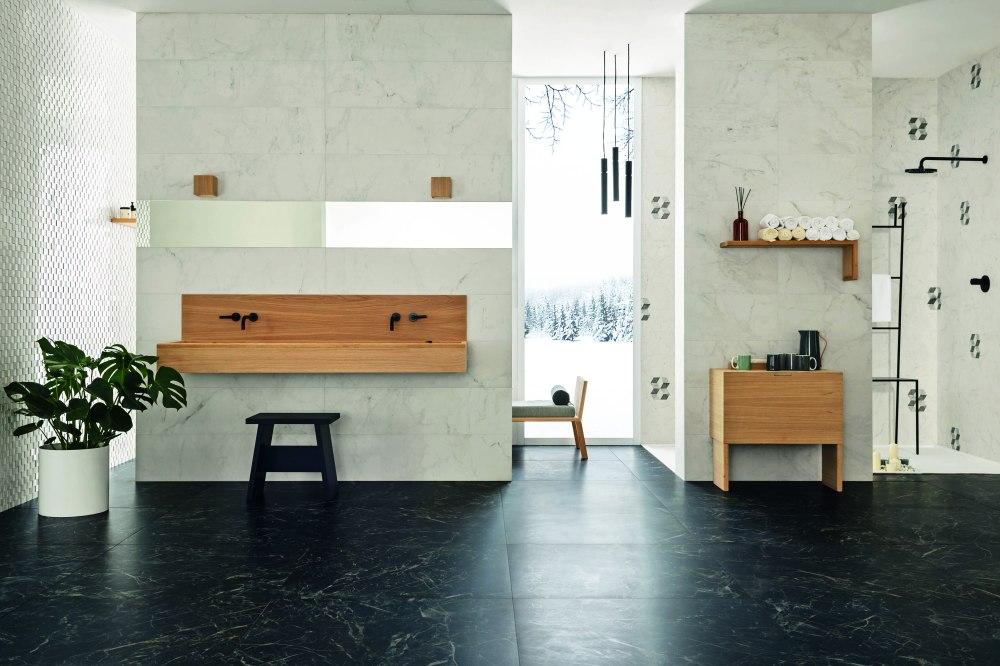 Kakeldaxgruppen-allmarble badrumsmiljö med mörka plattor på golv och ljusa på vägg